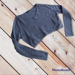 4/$20 Wild Fable juniors L cropped sweater